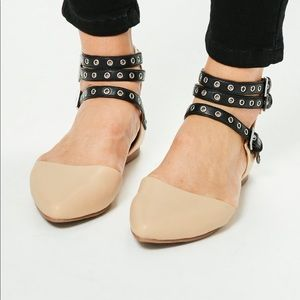 Nude pointed flats